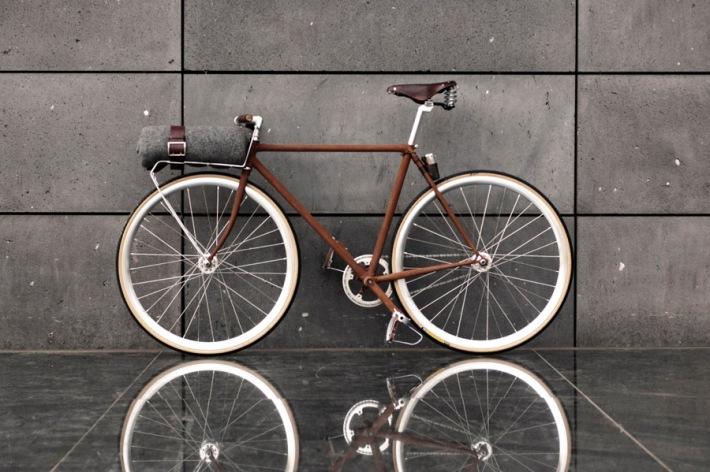 bicicleta oxidada y nueva